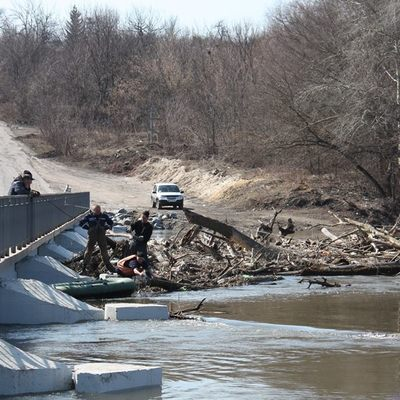 По Луганской области расползается паводок. Затопило мосты и дороги (фото)