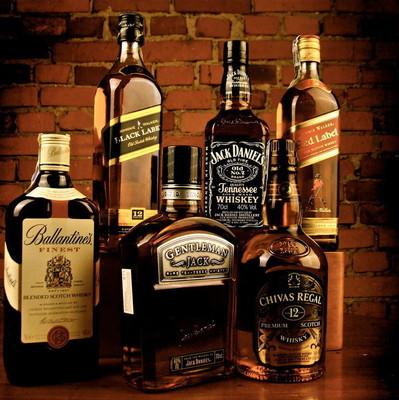 В Киеве обнаружили цех с поддельным элитным алкоголем