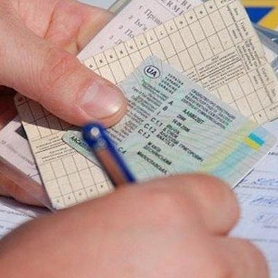 У начинающих водителей водительские права будут забирать навсегда
