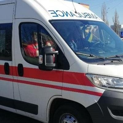 В Киеве пьяный пассажир разбил голову в маршрутке: пострадавшего забрала «скорая» (фото)