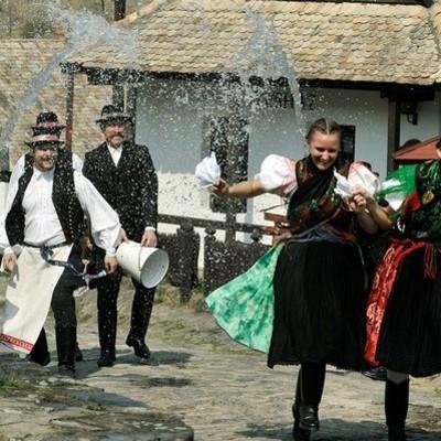 В Украине празднуют Поливальный понедельник: история, традиции и приметы