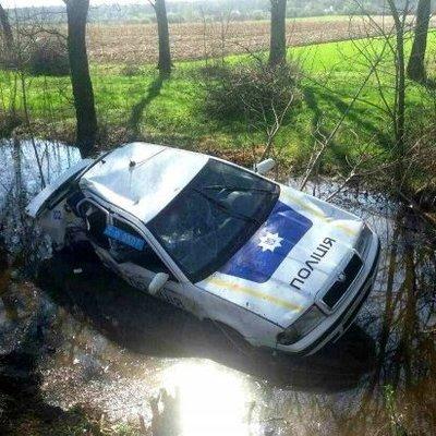 В Закарпатской области автомобиль полиции вылетел в кювет, есть пострадавшие