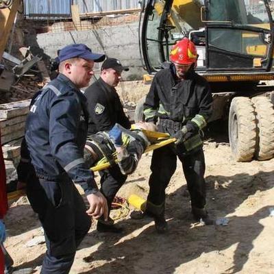 В Виннице на строителей обрушилась стена, есть пострадавшие