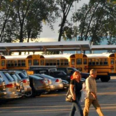 В США учительница совратила школьника прямо на парковке