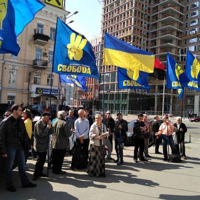 «Свобода» пикетирует здание Конституционного суда (фото)