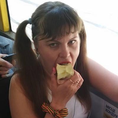 «Чего ты машешь, а ну пошел вон»: в Киеве пьяная кондуктор в троллейбусе возмутила пассажиров (фото)