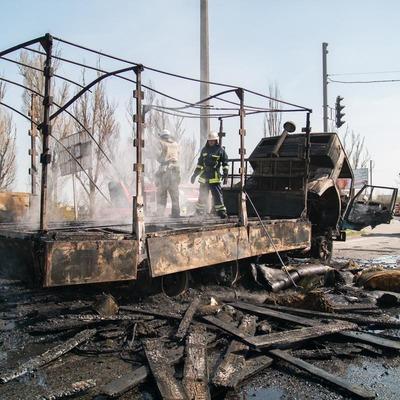 В Днепре дотла сгорел КамАЗ с поролоном (фото, видео)