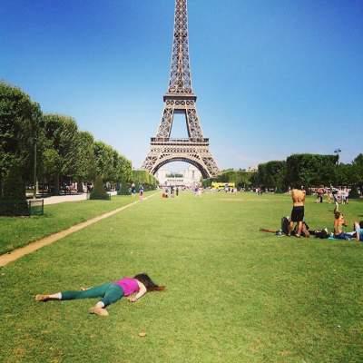 Девушка покорила Instagram смешными фотками из путешествий (фото)