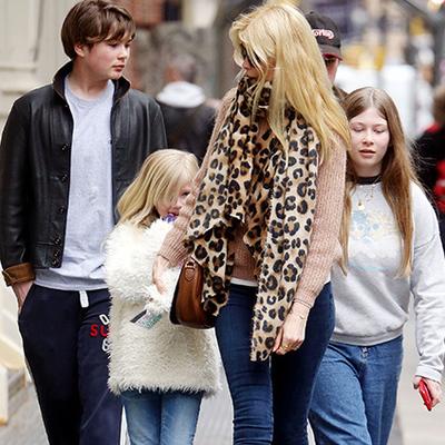 Клаудия Шиффер замечена на прогулке с детьми в Нью-Йорке