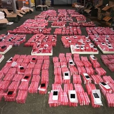 В Борисполе задержали контрабандную партию из 7000 китайских мобилок