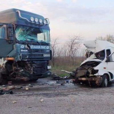 Жуткое ДТП: на Херсонщине грузовик разбил микроавтобус