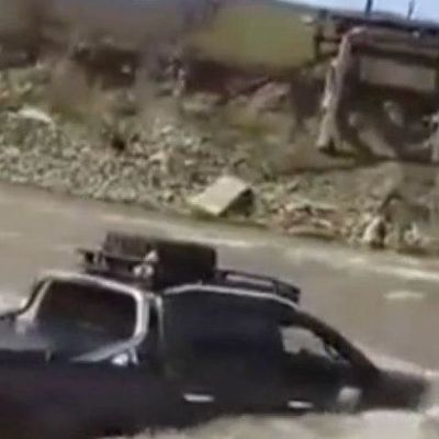 На Закарпатье внедорожник смыло в реку