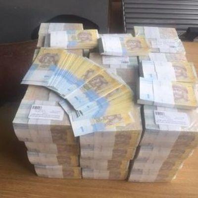 Киевлянин пытался незаконно отправить почтой в Гонконг 24 кг гривен – ГФС