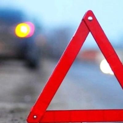 Под Днепром Nissan «нанизался» на отбойник