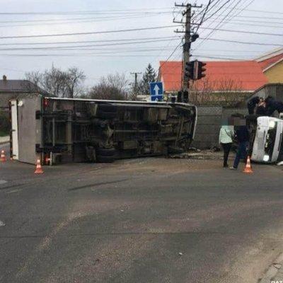 В Одессе столкнулись грузовик и автобус с пассажирами - есть пострадавшие