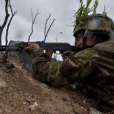 На Донбассе после обстрелов погиб один украинский военный