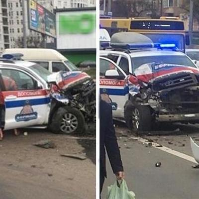 Серьезная авария в Киеве: столкнулись скорая и маршрутка (фото)