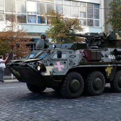 В Киеве бронетехника заблокировала улицы