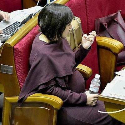 Нардеп пришла в Раду на последних днях беременности