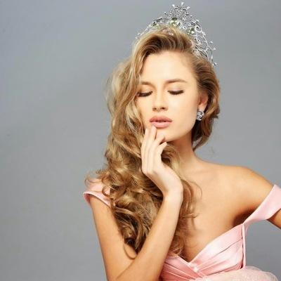 «Мисс Украина-Вселенная 2014» Диана Гаркуша поразила красотой на скачках в Дубае