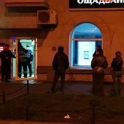 В Киеве горит банк по улице Строителей (фото)