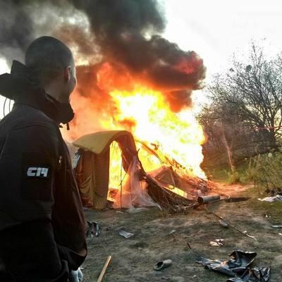 Радикалы разгромили табор цыган в Киеве (фото)