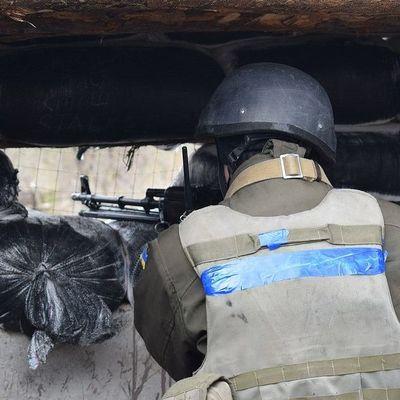На Донбассе из-за обстрелов ранены трое украинских военных