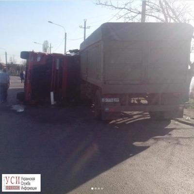 На трассе Одесса - Черноморск перевернулась фура (фото)