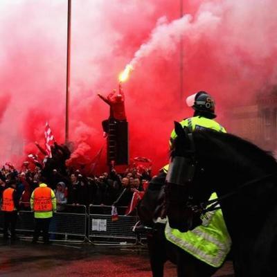 Ливерпуль превратился в ад: фаната госпитализировали в критическом состоянии