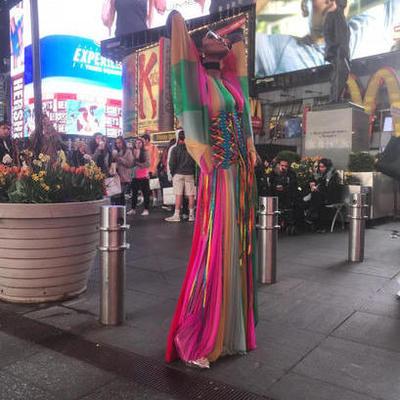 Наоми Кэмпбелл прогулялась по Нью-Йорку в ярком наряде