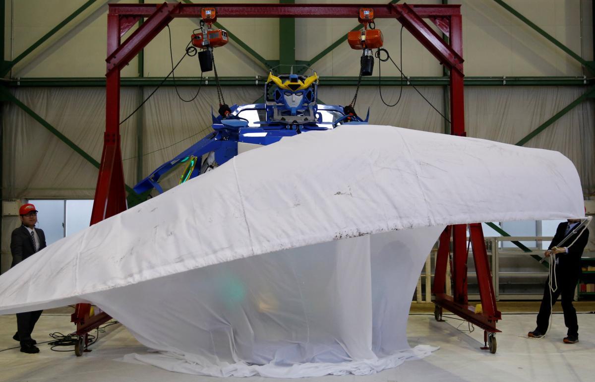 ВЯпонии построили реального трансформера, который превращается вавтомобиль