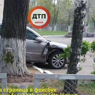 В Киеве женщина на автомобиле «влетела» на школьный двор