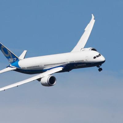 Пассажир хотел проветрить самолет и случайно открыл аварийный люк в Китае