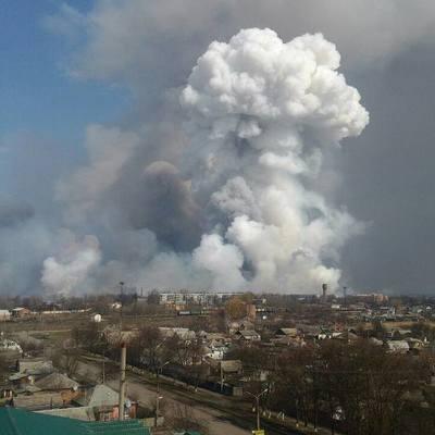 Взрывы прогремели на военной базе в Балаклее (видео)