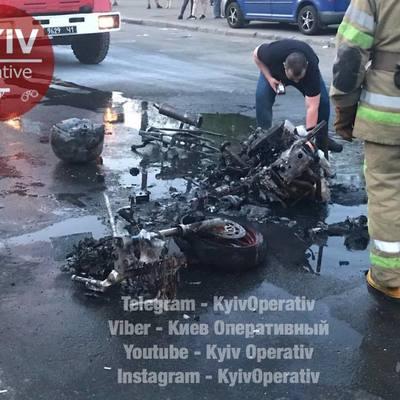 В Киеве на ходу сгорел мотоцикл (фото)