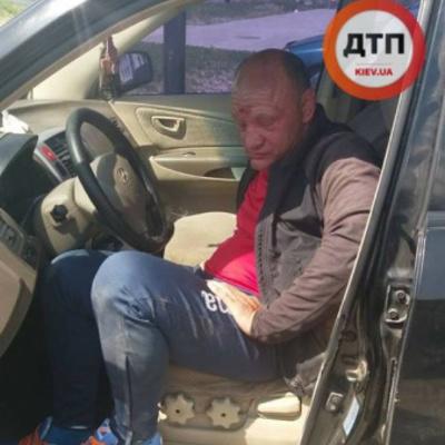 Пьяные покатушки: под Киевом экс-полковник милиции катался по клумбам (фото)