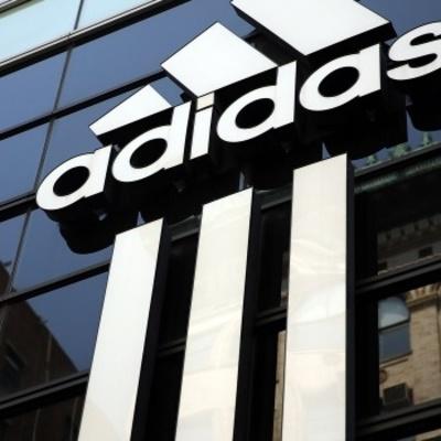 Компания Adidas удалила со своего сайта фото одежды с советской символикой