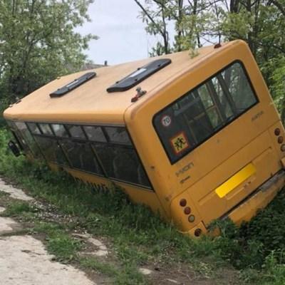Школьный автобус с детьми съехал в кювет в Одесской области (фото)