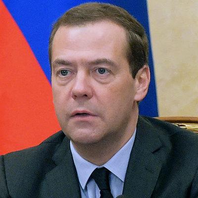 Медведев пообещал поднять россиянам пенсионный возраст