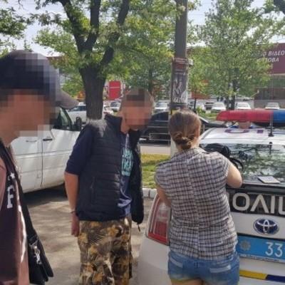 На автовокзале Николаевазадержали двух военных, которые устроили стрельбу прямо на платформе.