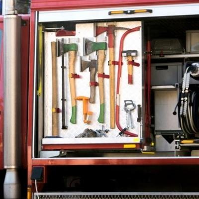 Пожарник сделал предложение девушке с помощью шланга