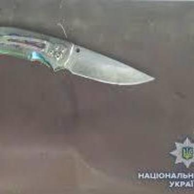 В Киеве неизвестный порезал двух мужчин в баре