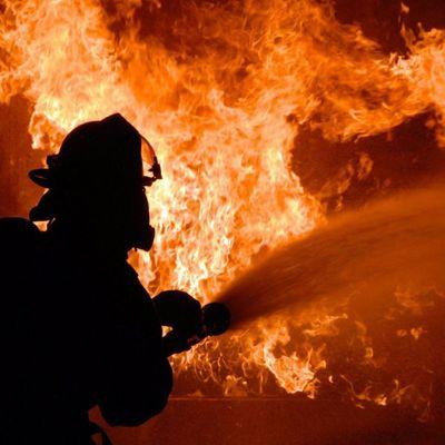 На киевской Воскресенке случился страшный пожар в жилом доме (видео)