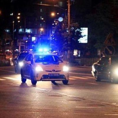 Во Львове участник ДТП ударил сотрудницу патрульной полиции ножом, ее напарник открыл огонь