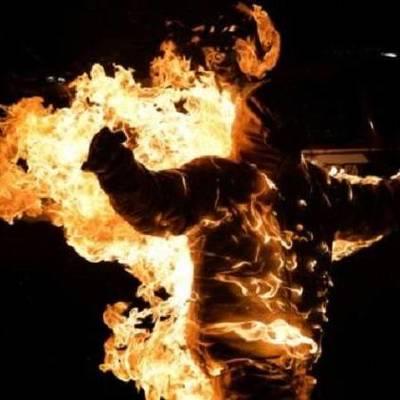 В центре Луцка мужчина устроил самосожжение (видео)