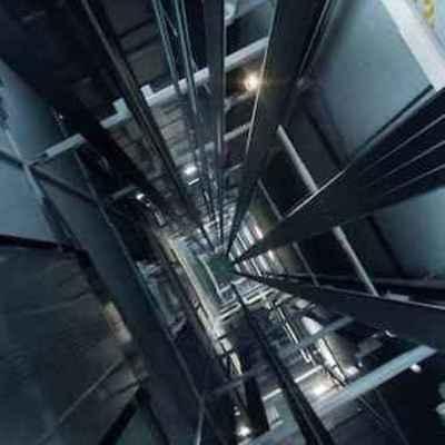Во Львове женщина упала в шахту лифта и выжила