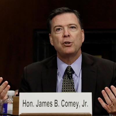Директор ФБР США Джеймс Коми признался, что заклеил пленкой камеру своего ноутбука
