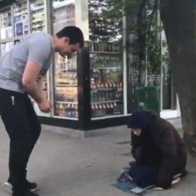 Блогер снял на видео разоблачение «нищих старушек» в Харькове