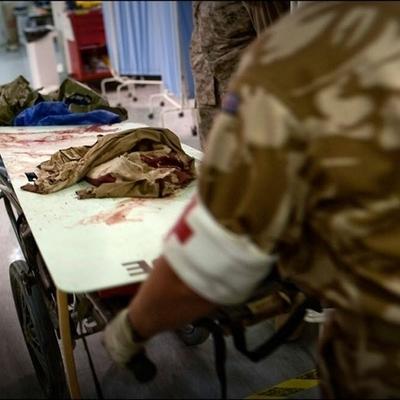В Днепр вертолётом доставили сразу несколько раненных бойцов