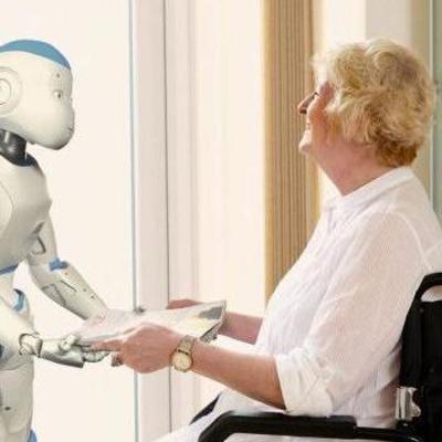 Опубликовано видео, как робот помогает одеваться человеку